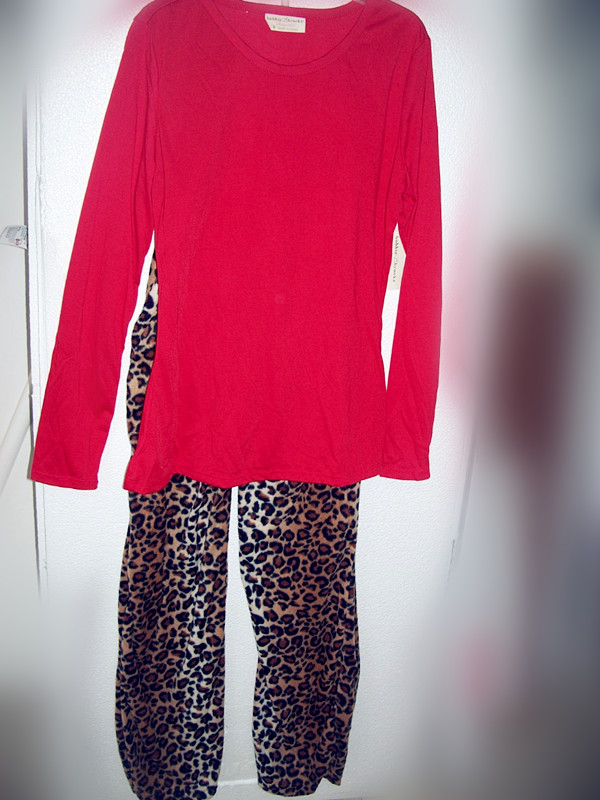 2 Piece Bobbie Brooks Sleepwear Sz S 6 (Red and Leopard)