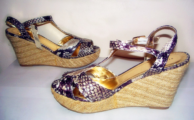 Attention Imitation Snakeskin Women Sandal Brown Sz 8
