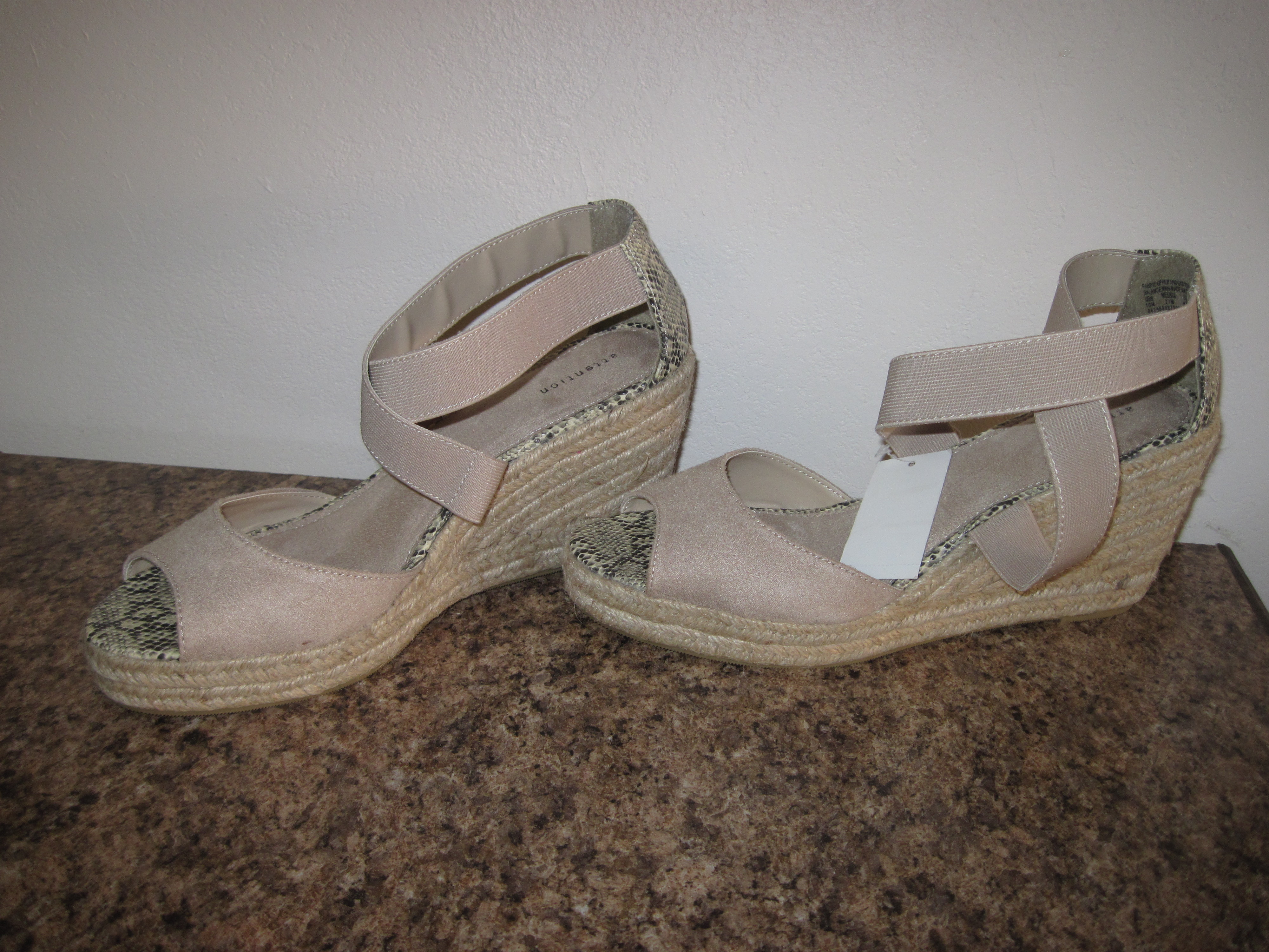 Attention Brand Sz M 10 Snakeskin Platform Wedge Shoe (tan)