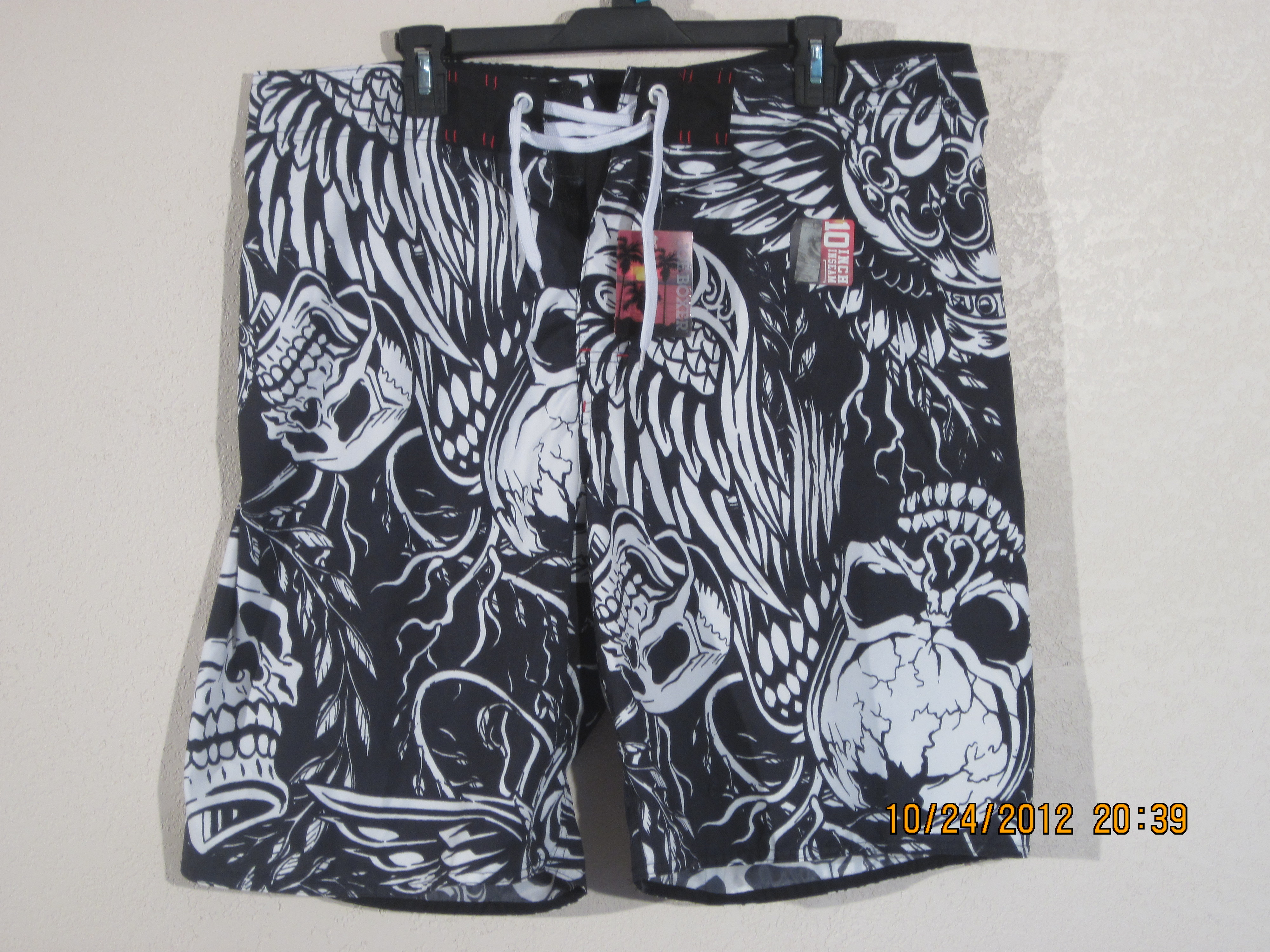 Joe Boxer Sz 44 Swim Shorts Full Skull SHT (White Skulls,Black)