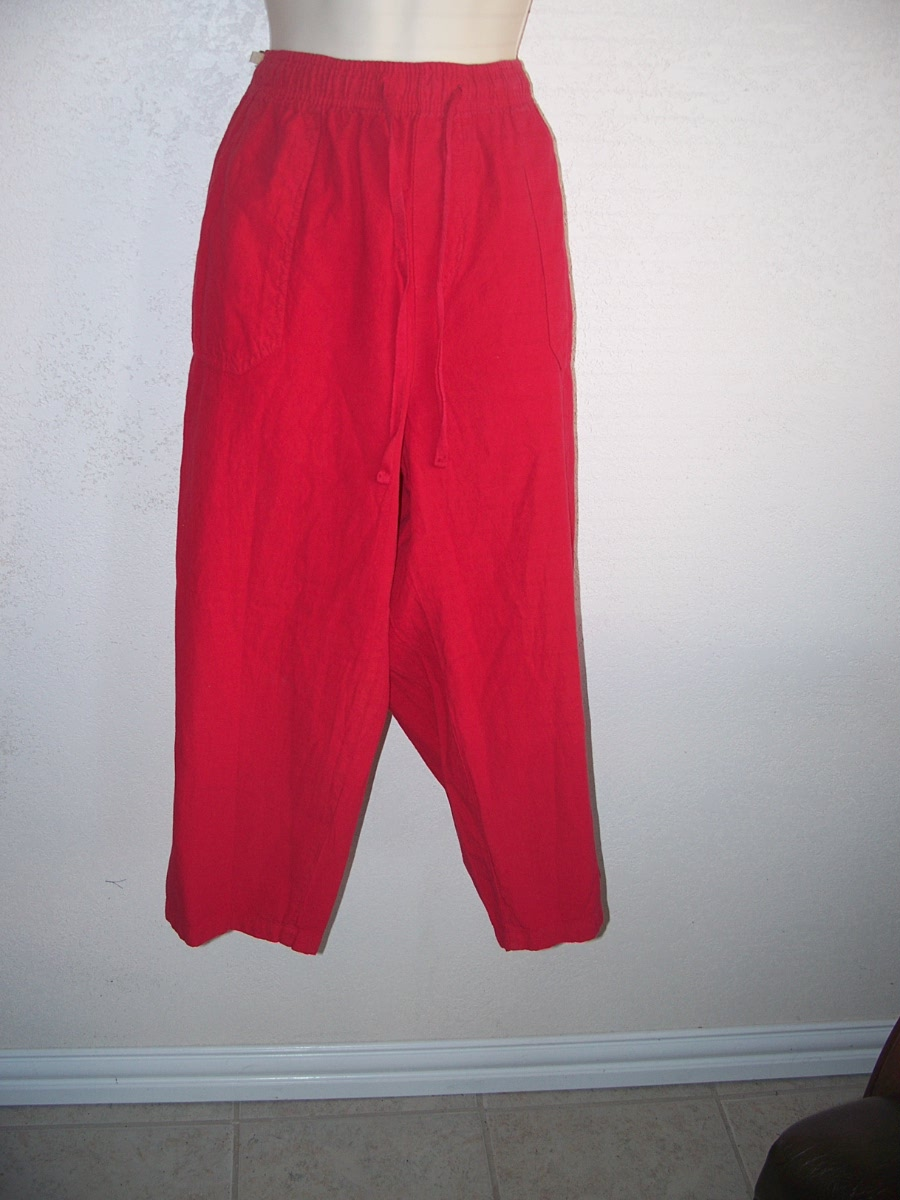 Basic Editions Sz L Capri Pants ( Red)
