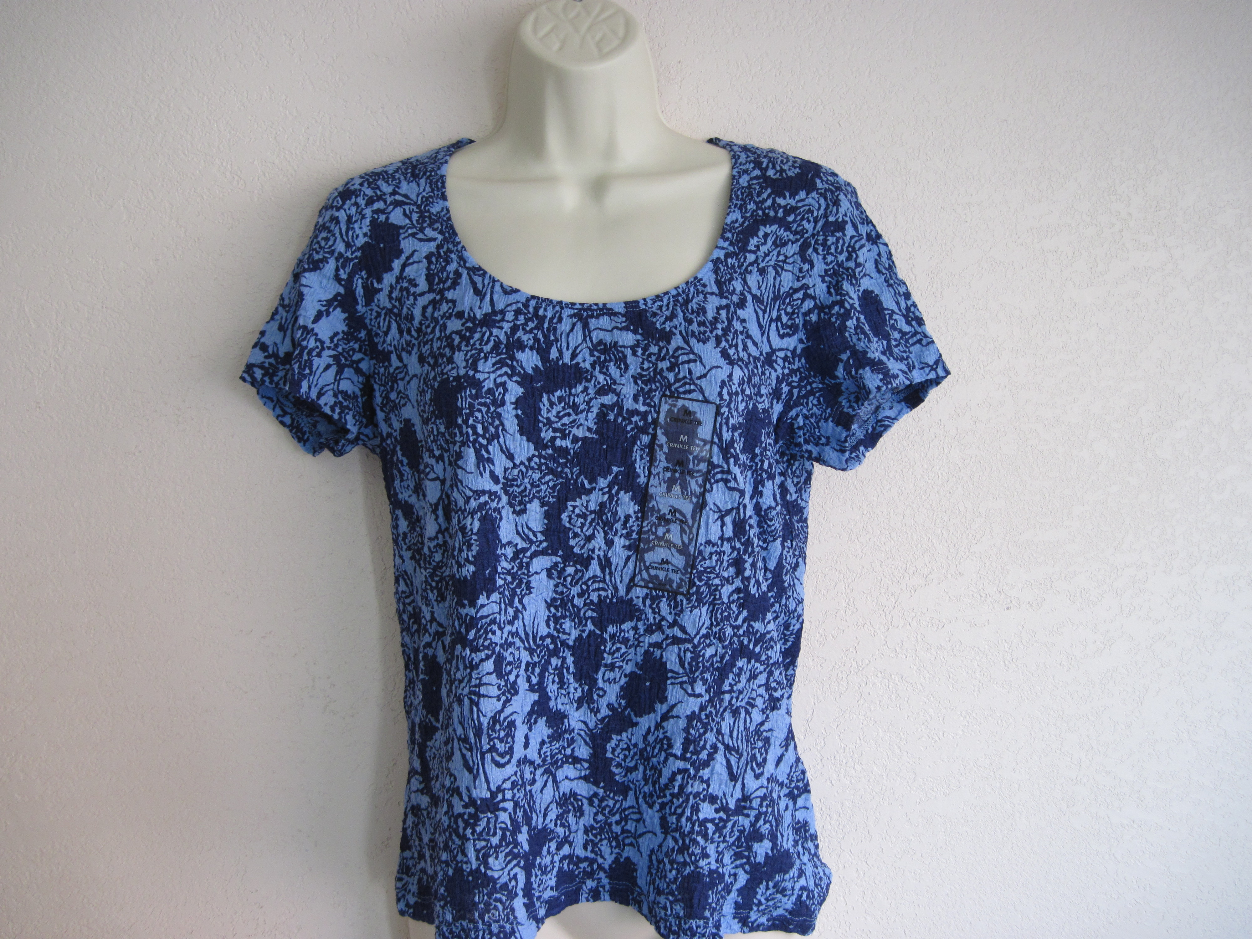 Jaclyn Smith Sz M Crinkle Tee blue & light blue