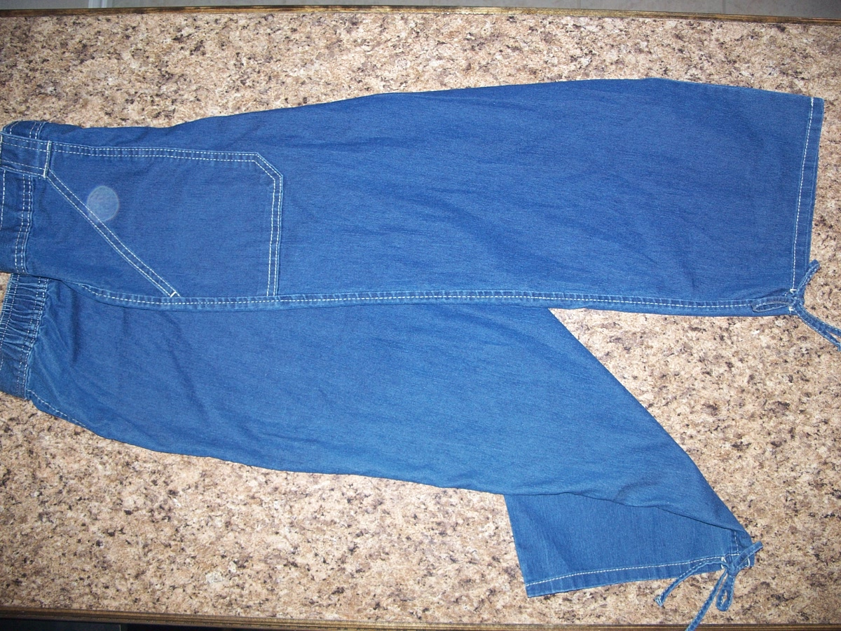 Bobby Brooks Sz S(6) Dark Denim Capri