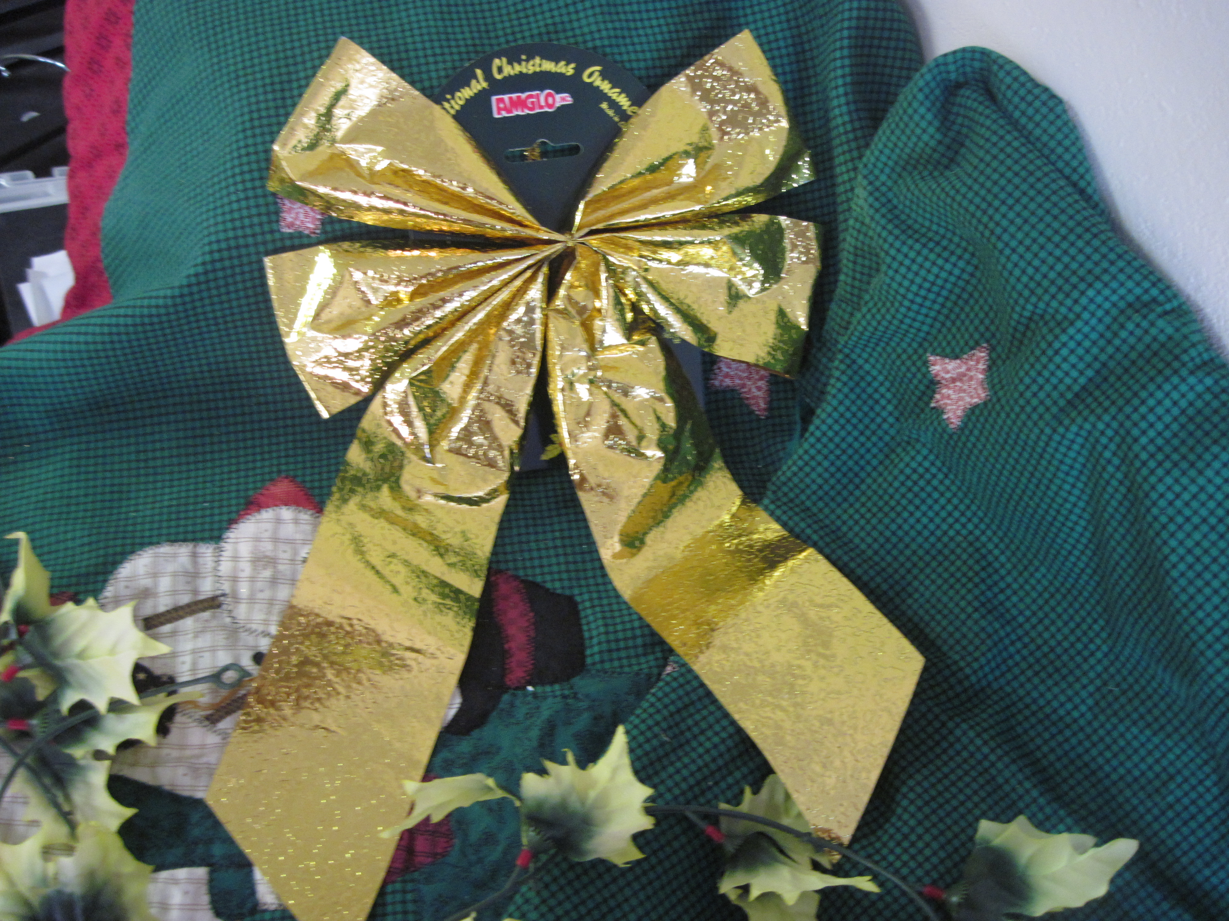 Traditional Christmas Bow Ornament - Gold Foil