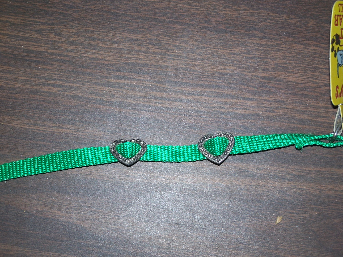 Tiny's Cat Collar with Bell (Hearts Green)
