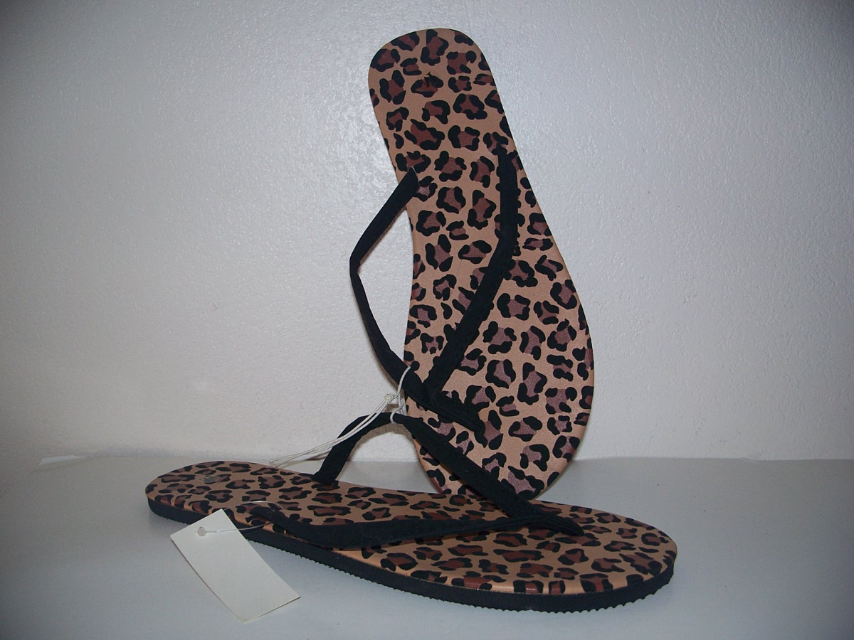 woman leopard print sandal shoes ( size M 8-9)